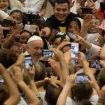 Papa: É triste que alguns católicos se achem perfeitos e desprezem os demais