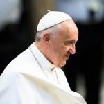 O Papa: a oração nos ajuda a amar os outros, não obstante seus erros e pecados